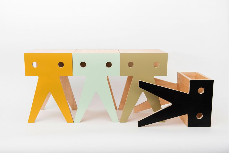 Taburete de madera y color